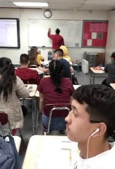 Enlace a Lo que hacen algunos profesores cuando los alumnos no prestan atención