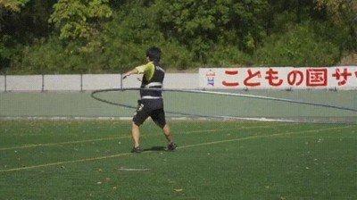 Enlace a Practicando con el hula hoop más grande que he visto nunca