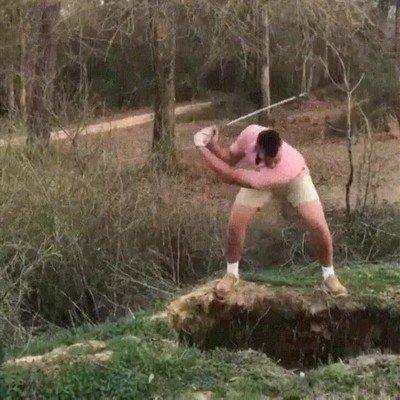 Enlace a Esta partida de golf acaba con un buen susto