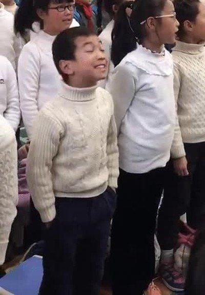 Enlace a Gente realmente apasionada cuando canta