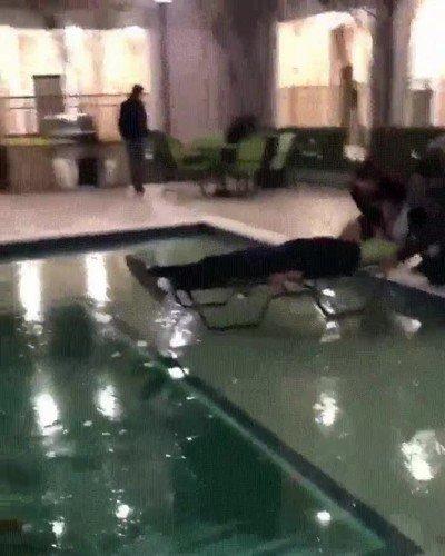 Enlace a Las piscinas heladas siempre se romperán en el peor momento