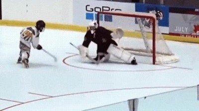 Enlace a Uno de los goles más alucinantes que he visto en el hockey hielo