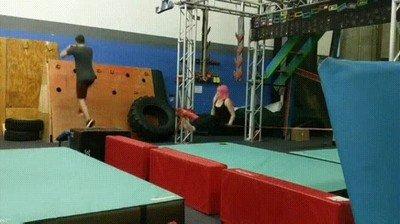 Enlace a Fail entrenando para ir a American Ninja Warrior