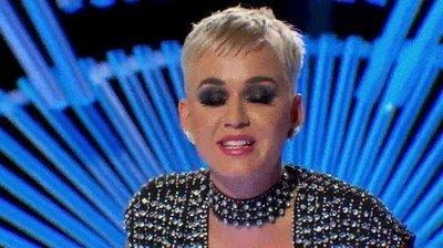 Enlace a Katy Perry tenía una sorpresa guardada para este concursante de American idol