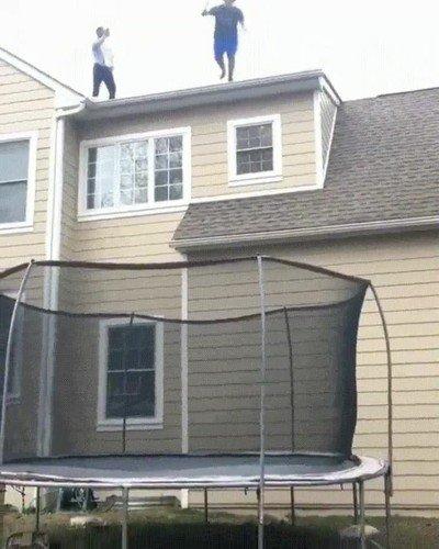 Enlace a Mezclar un tejado y un trampolín nunca fue una buena idea