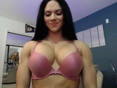 Enlace a Aspen Rae haciendo ejercicios de pectorales