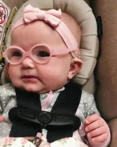 Enlace a La reacción de un bebé al llevar gafas por primera vez