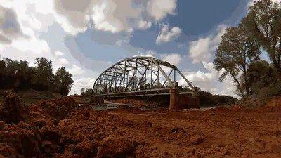 Enlace a El momento exacto en el que explota un puente