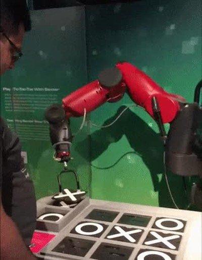 Enlace a Robot haciendo trampas jugando al tres en raya