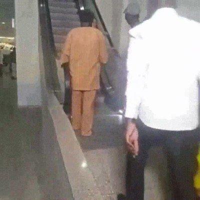 Enlace a Así reacciona la gente que no ha visto unas escaleras mecánicas en su vida