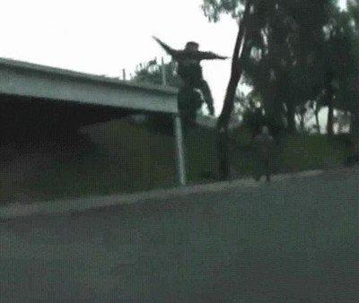 Enlace a Cuando te flipas y crees que puedes hacer trucos de skate con el coche