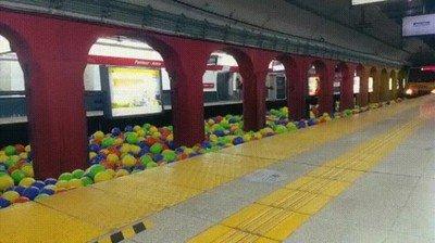 Enlace a La llegada de un tren más espectacular que he visto