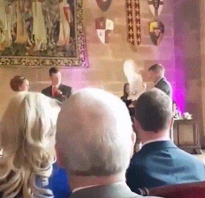 Enlace a La mejor entrega de anillos que he visto en una boda