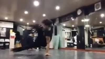 Enlace a Gente que ha nacido para practicar breakdance