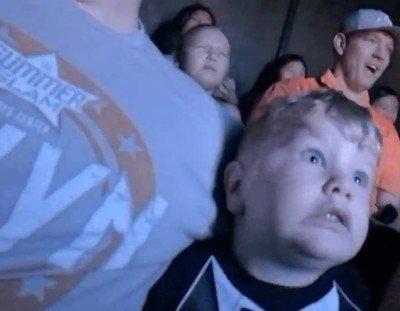 Enlace a La cara de tu hijo cuando lo llevas a una atracción de miedo