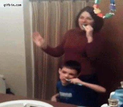 Enlace a El problema de cepillarte los dientes con tu hijo