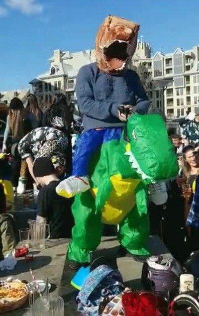 Enlace a El baile del Dinoception