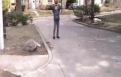 Enlace a Un experto en meterla desde cualquier punto de la calle