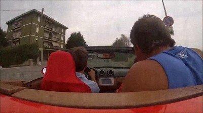 Enlace a Cuando presumes de Ferrari con los colegas y no tienes ni idea de conducir
