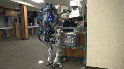 Enlace a Los robots fueron creados para echarlos una mano pero...