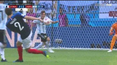Enlace a El efecto que le da Pavard al balón es simplemente una pasada