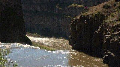 Enlace a Récord mundial de bajar una cascada en kayak (189ft)