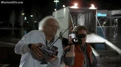 Enlace a Doc Brown trolleando a todo el mundo con un mando universal