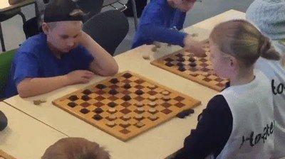 Enlace a Cuando te hacen un movimiento letal en un torneo de damas