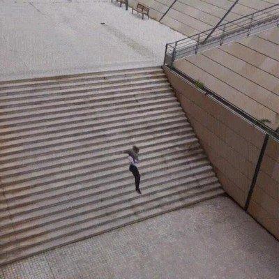 Enlace a Cuando realmente tienes prisa utilizar las escaleras es de débiles