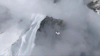 Enlace a Volando como un pájaro a través de las montañas