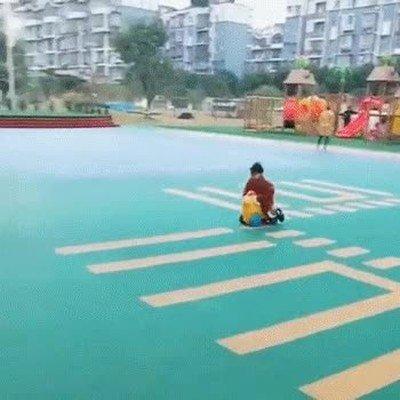 Enlace a Niños que han aprendido a aparcar como el macarra del barrio
