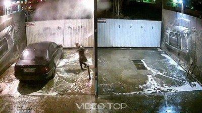 Enlace a No se puede liar más cuando quieres lavar tu coche
