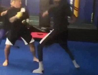 Enlace a Snoop Dogg haciendo prácticas de boxeo