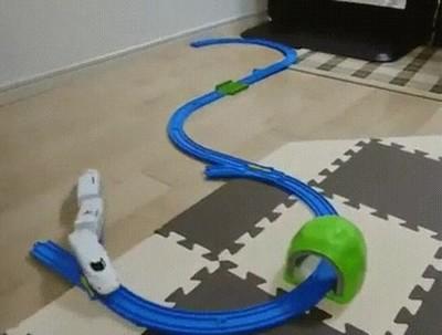 Enlace a Un tren también puede funcionar sin raíles