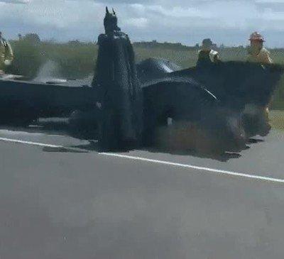 Enlace a Batman también sufre complicaciones en la carretera