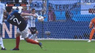 Enlace a No puedo dejar de ver el gol de Pavard en el mundial de 2018