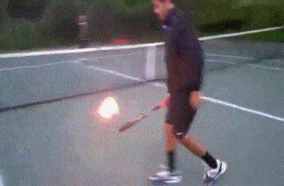 Enlace a Pensaba que estaba editado pero están jugando tenis fuego de verdad