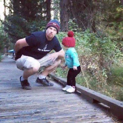 Enlace a Papá salvando a su hijo en el último segundo