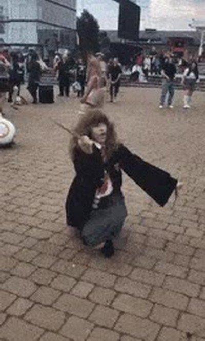 Enlace a Hermione cuando se queda sola en casa