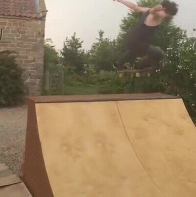 Enlace a Zeus aprueba este truco con el skate