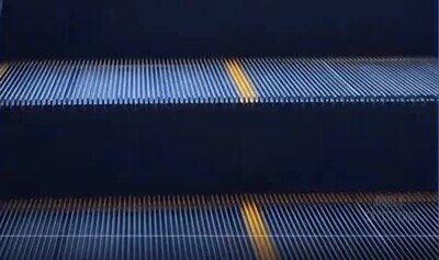 Enlace a Es increíble ver la forma en la que caen los rayos del sol por estas escaleras