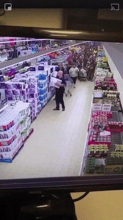 Enlace a Así está siendo la locura en los supermercados