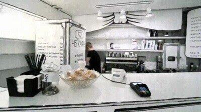 Enlace a Increible esta cafetería 2d de papel en blanco y negro en Saint Petersburg, Rusia