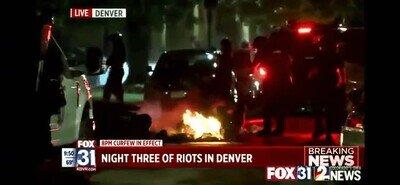 Enlace a Poli de Denver visto arrojando a un reportero al fuego, qué locura