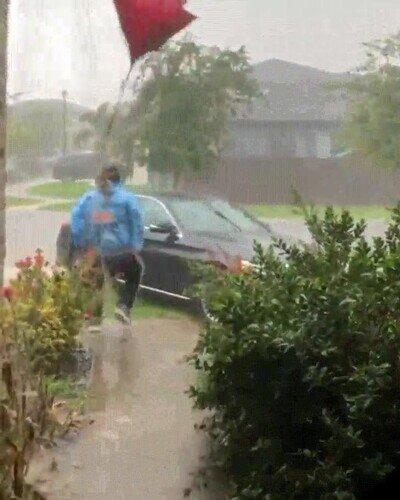 Enlace a Sí, menos mal del paraguas eh, que sino te hubieras mojado