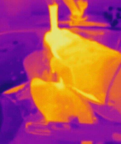 Enlace a Así se ve el agua fría o caliente a través de una cámara térmica