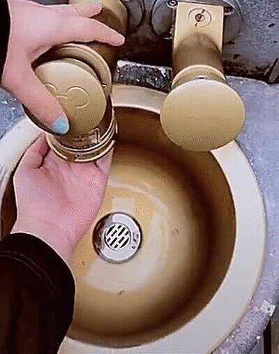 Enlace a En Disneyland hasta el dispensador de jabón es mágico