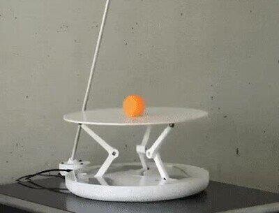 Enlace a Necesito esta mesa para compensar lo torpe que soy