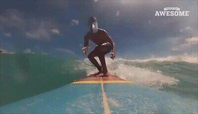 Enlace a Haciendo un Bottle Flip encima de una tabla de surf