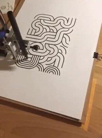 Enlace a Un robot con un gran estilo para dibujar